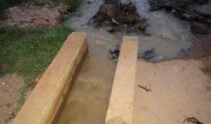 deversement-eaux-usees-usine-sobebra-possotome-05.jpg